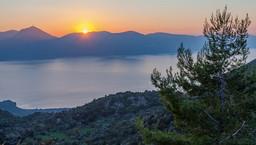 Sonnenuntergang über der Ostküste der Peloponnes. (c) Tobias Schorr