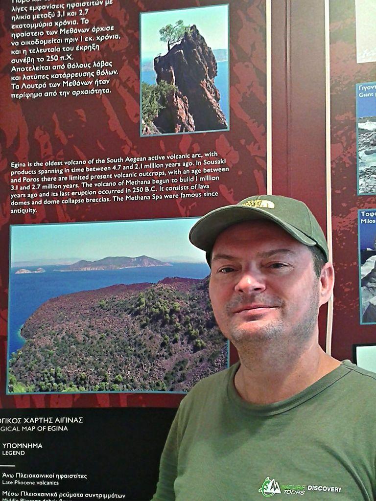 Tobias Schorr im Vulkanmuseum auf Nisyros