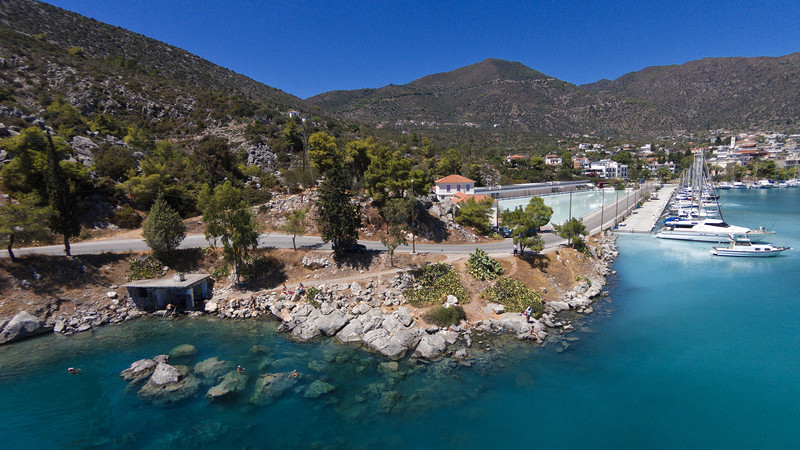 Aerial view of the Sfagia baths. (c) Tobias Schorr