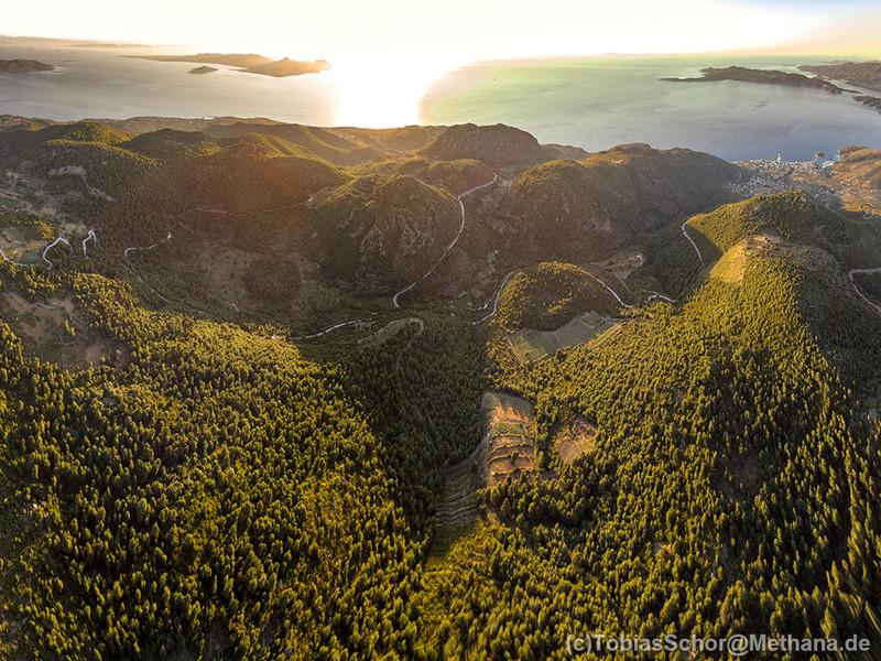 Aussicht aus der Luft vom Chelona-Gipfel aus. (c) Tobias Schorr 2016