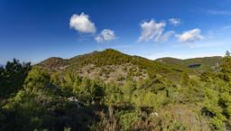 Blick in Richtung des Chelona-Gipfels vom Gipfel Guri Prini aus. (c) Tobias Schorr