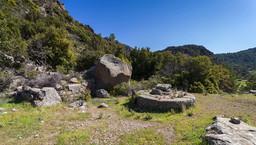 Eine der schönsten, antiken Zisternen befindet sich am Westende der Makrylongos-Hochebene. (c) Tobias Schorr