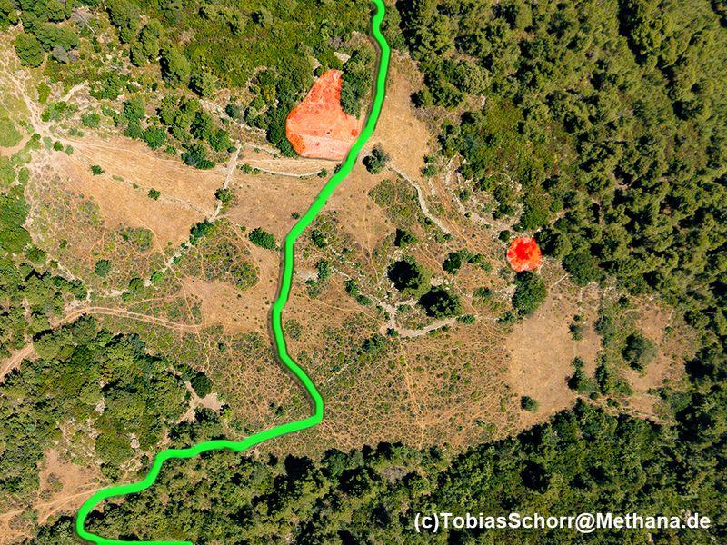 Luftbild mit dem Wanderweg G und den antiken Resten. (c) Tobias Schorr
