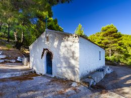 The chapel of Agios Athanasios in the Stavrolonogs valley. (c) Tobias Schorr
