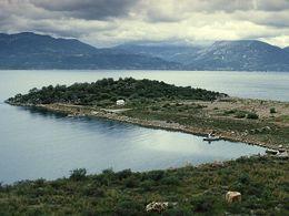 Die kleine Kapelle Agis Mavra an der Bucht Thynni. (c) Tobias Schorr 1987