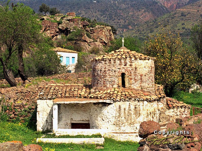 The beautiful chapel of Agios Nikolaos near the Paliokastro. (c) Tobias Schorr 1991