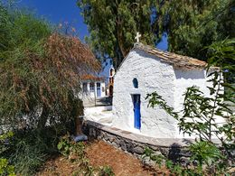 The chapel of Agios Theodoros in the village of the same name. (c) Tobias Schorr
