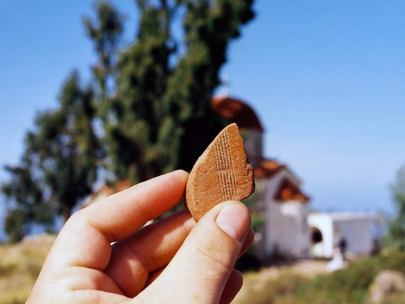 Ancient ceramic from the fields at the church of Agia Barbara. (c) Tobias Schorr 2003