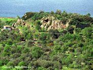 Blick auf den Lavadom, auf dem die Akropolis des antiken Methanas lag (c) Tobias Schorr
