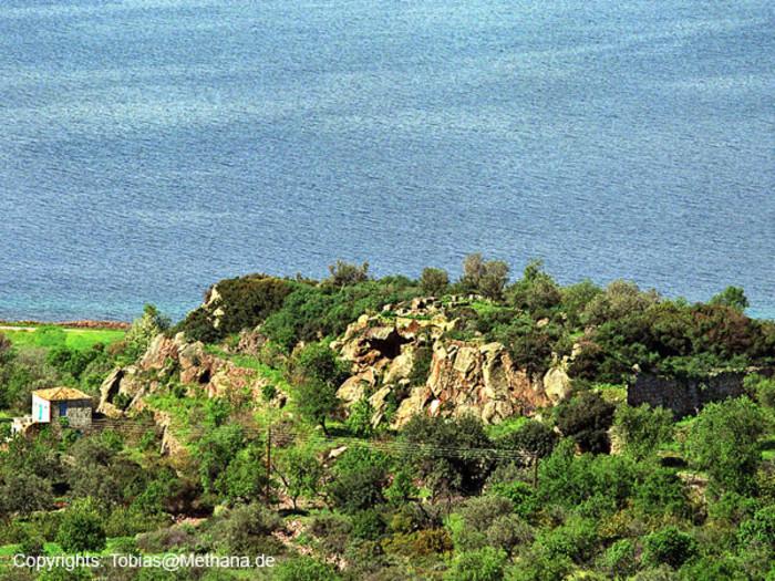 Die Akropolis des antiken Methanas. Da herum lag die Agorá mit den Statuen, die Pausanias gesehen hat. (c) Tobias Schorr