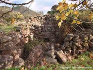 Ruine einer Kapelle in der Nähe der Akropolis Paliokastro / Vathy (c) Tobias Schorr