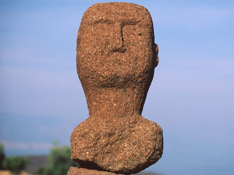 Ανακαλύψαμε αυτό το πέτρινο κεφάλι το 1996 στο χωριό Μακρύλογγος και το παραδώσαμε στους αρχαιολόγους. (c) Tobias Schorr 1996