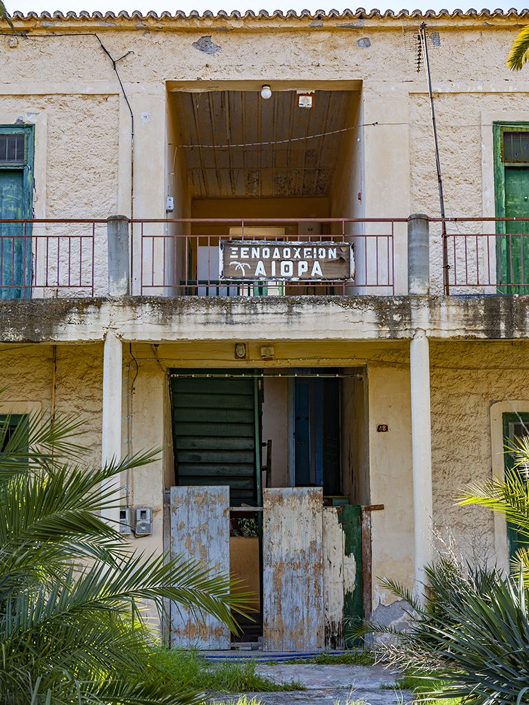 Eingang zum Hotel Aithra. (c) Tobias Schorr