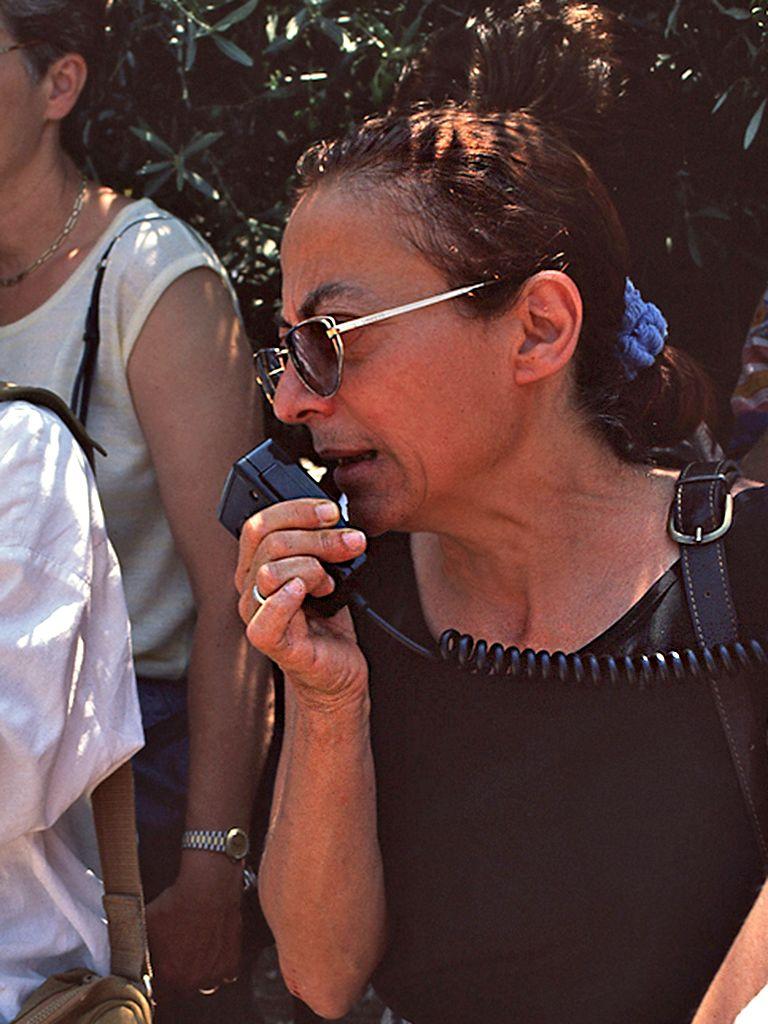 Η Ελένη Κωνστολάκη-Γιαννοπούλου σε μία εκδρομή στον Άγιο Κωνστανίνος&Ελένης σε πλαίσιο του αρχαιολογικού συνέδριου του Πόρου 1998. (c) Tobias Schorr