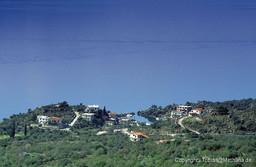 Vathy aus den Bergen fotografiert