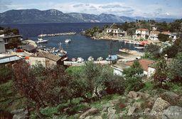 The fishing harbour of Vathy. 1992. (c) Tobias Schorr