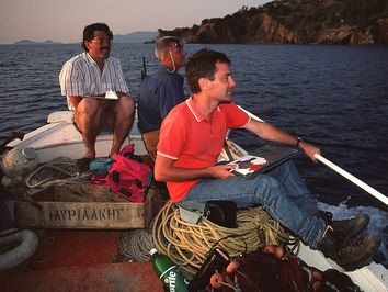 Ο Λόρενς Χούρνι, ο Ρολάντ Ομπερχαινσλί και ο Φόλκερ Ντήτριχ στην βόρεια ακτή των Μεθάνων. (c) Tobias Schorr 1991