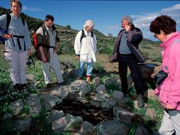 The first hiking group, guided by Tobias Schorr in April 1997 at the Loutesa plateau. (c) Tobias Schorr