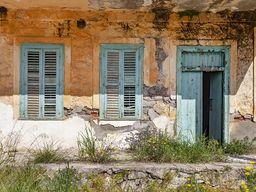 Fenster und Türen am Hotel Aithra. (c) Tobias Schorr