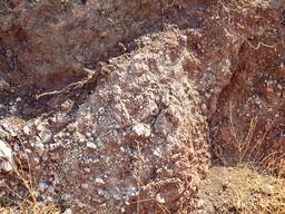 Linse mit Kalkstein zwischen Ophiolithen. (c) Tobias Schorr