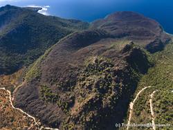 Το ιστορικό ηφαίστειο στην Καμένη Χώρα (c) Tobias Schorr