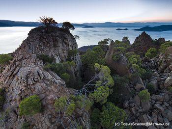 Die Gipfelfelsen am Rand des Kraters (c) Tobias Schorr