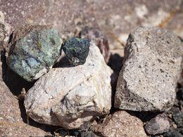 Ophiolithe, Kalk und Dazit von dem Hdrothermalkrater Lofískos. (c) Tobias Schorr