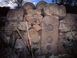 The perforated stone at the top at the beginning of the route. (c) Tobias Schorr