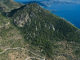 On this route you will also see the volcano Malia Bgethi (c) Tobias Schorr