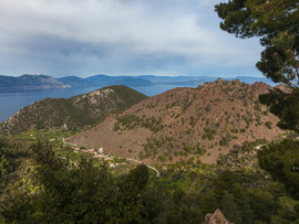 Der Lavadom aus den Bergen gesehen.