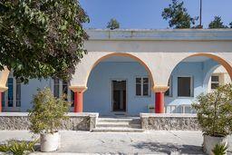 Im Westen der Kurstadt Methana befinden sich die Heilbäder Agios Nikolaos. (c) Tobias Schorr