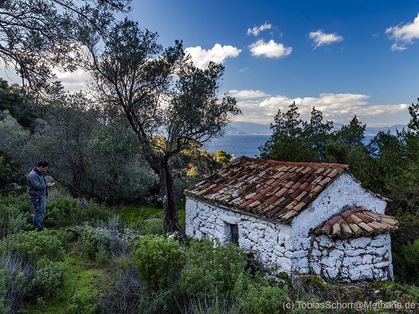Η μικρή εκκλησία του Άγιου Αντρέα κοντά στην Καμένη Χώρα Μεθάνων. (c) Tobias Schorr