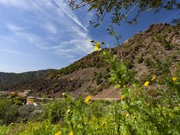Der Vulkan am Dorf Kameni Chora auf Methana