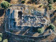 An der Stelle der Metropolis-Kirche stand in der Antike ein Aphrodite-Tempel. Antikes Troizen. (c) Tobias Schorr