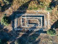 Die Reste des Hippolytos-Tempels von Troizen. (c) Tobias Schorr