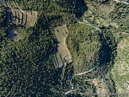 Der Lavadom Kuppe A und die ihm umgebenden Weinfelder. (c) Tobias Schorr