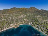 Blick auf die Berge von Methana und die Limniona-Bucht. (c) Tobias Schorr