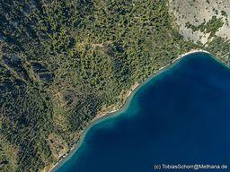 Neben dem historischen Vulkan befindet sich der Reste einses hydrothermalen Explosionskraters. (c) Tobias Schorr