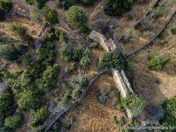 Blick auf die Mauern der antiken Festung Paliokastro bei Vathy. (c) Tobias Schorr