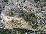 Die antike Bergfestung von Pano Fanari wurde sicher schon in der mykenischen Zeit genutzt, da sie an einem strategisch wichtigen Punkt liegt. (c) Tobias Schorr