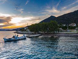 Fischerboot an der Küste bei Vathy/Methana. (c) Tobias Schorr