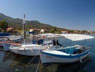 Der kleine Fischerhafen von Agios Georgios auf Methana