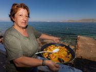 Die Spanierin Maria Stathaki kocht die beste Paellia in Griechenland :-)
