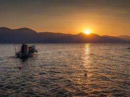 Sunset over the Peloponnese mainland. Vtahy 2015. (c) Tobias Schorr