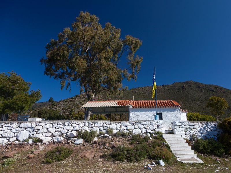 The small chapel of Agios Panteleimonas before it was messed up with an ugly lighting system. (c) Tobias Schorr