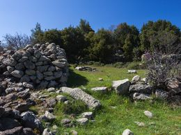 Ancient walls that consist of the remains of an ancient sanctuary that once stood here. (c) Tobias Schorr