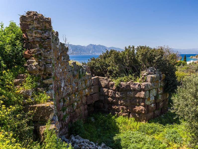 The ancient entrance to the acropolis Paliokastro at Vathy. (c) Tobias Schorr