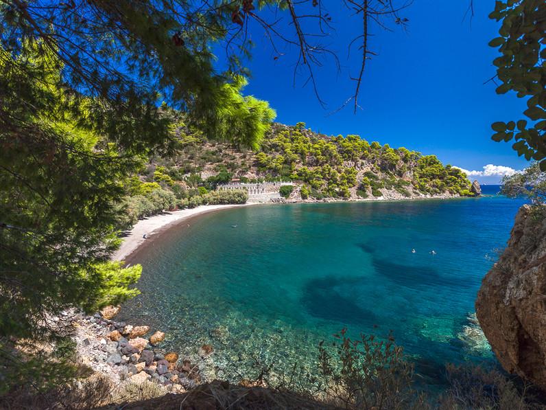 Methana ist auch im Sommer ein schönes Ziel und es gibt auch Strände zum Baden, wie hier der Limniona-Strand am Ostteil der Stadt. (c) Tobias Schorr
