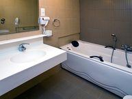 Bath at the hotel Saronis