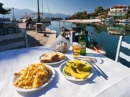 Fresh seafood in the tavern of Vathy. (c) Tobias Schorr